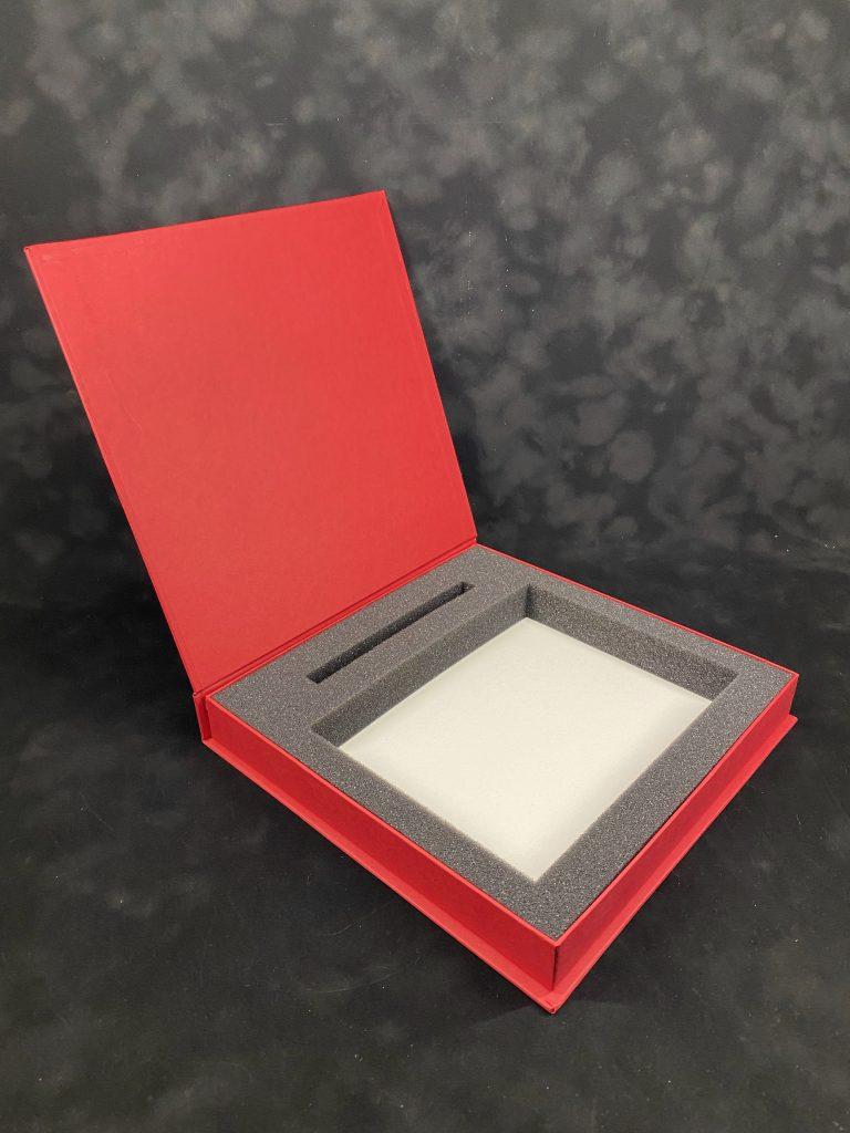 Коробка с ложементом для сувениров