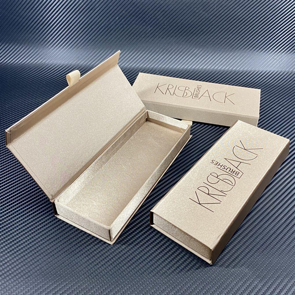 Коробка с магнитным клапаном 190/60/20 из шелка